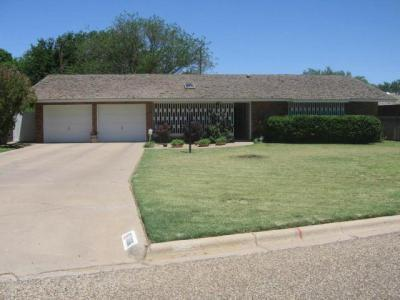 1006 Holliday St Plainview, TX 79072
